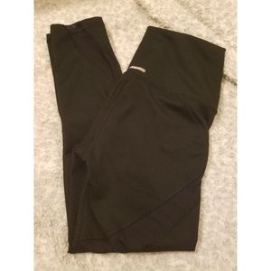 AERIE CHILL PLAY MOVE LEGGINGS SIZE SMALL